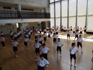 1年生 初めてのダンス練習