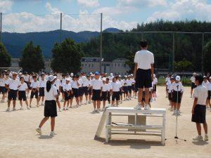 生徒会三役の指導のもとデカンショ踊り
